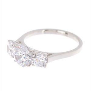 NWOT NADRI 3 CZ Stone Silver Ring - Size 7 💍